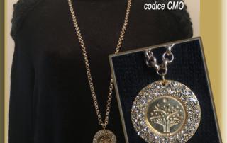 Collana medaglione e cristalli
